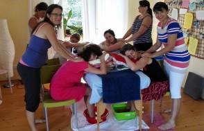 Nácvik masáže pro těhotné s detoxikační lázní nohou.